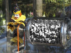 web book Popcorn Clown with Skulls
